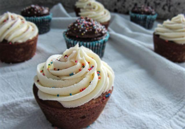 vanilla cupcakes2